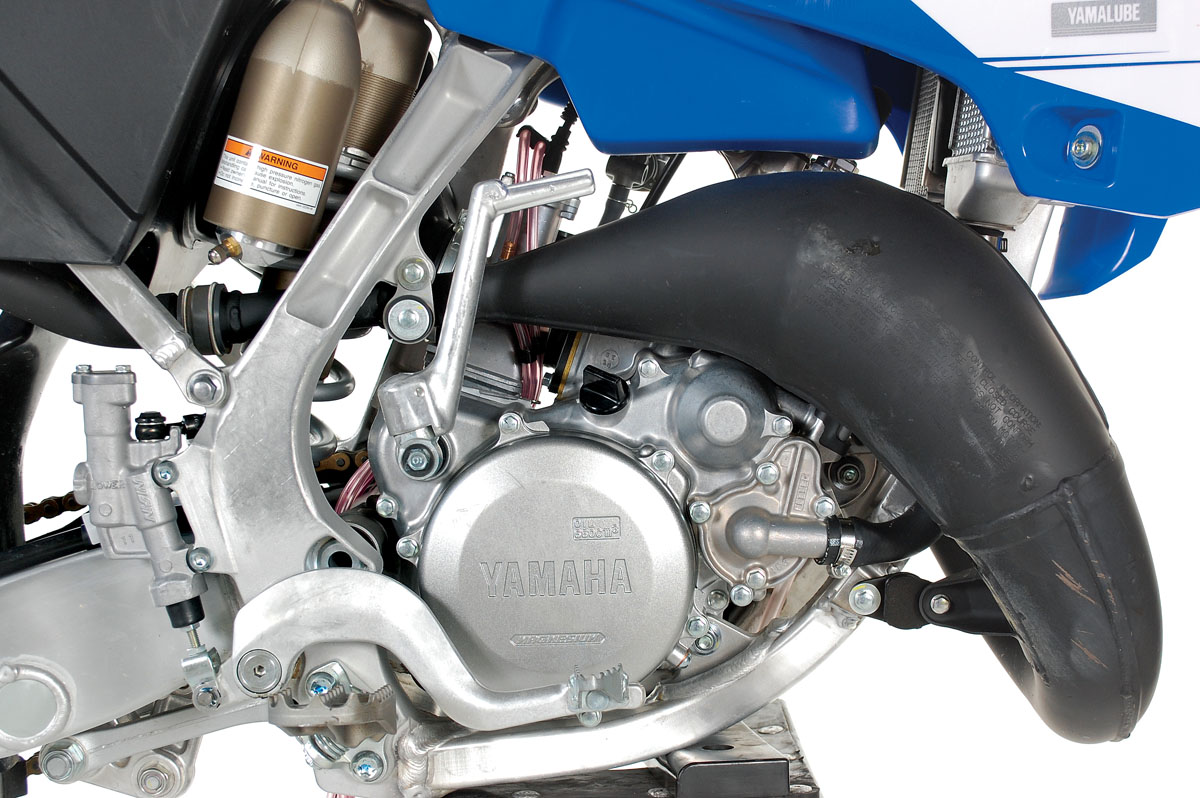 10 Things You Might Not Know About The Yz125 Dirt Bike Magazine 2002 Yamaha Yz 125 Wiring Diagram 6the Makes 35 Horsepower A Yz250f Four Stroke Is Around 38 Which Means That Has Power To Weight Ratio Thats 2 Percent