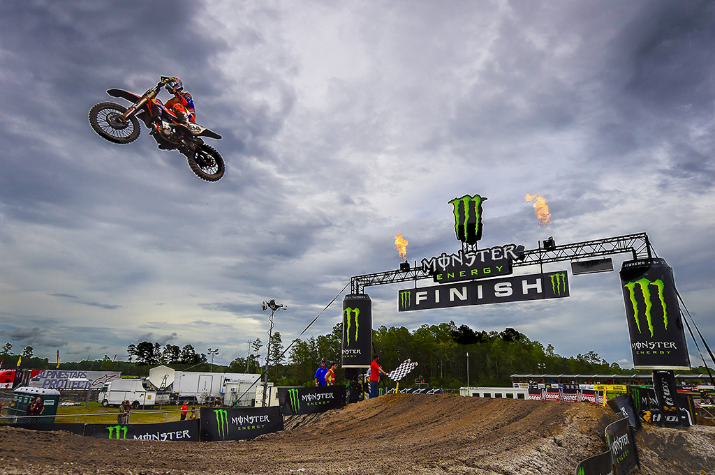 HERLINGS, COVINGTON TOP MXGP QUALIFYING