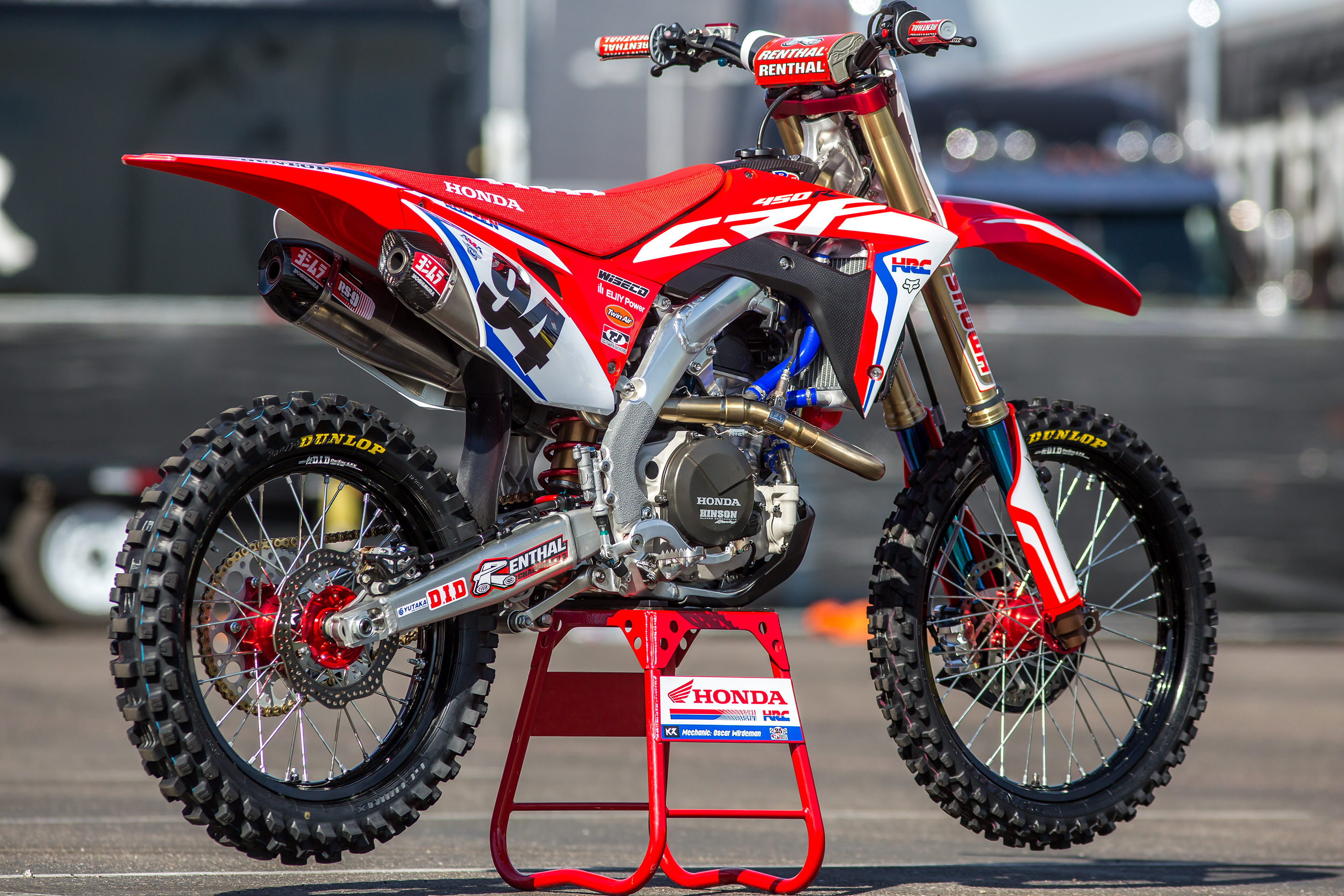 We check out all the details that make Ken Roczen's factory Honda so trick