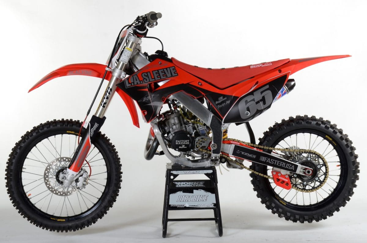 LA SLEEVE 2001 HONDA CR125 PROJECT: TWO-STROKE TUESDAY | Dirt Bike